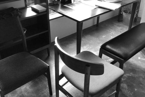 教養堂前夜 家具を選ぶ。