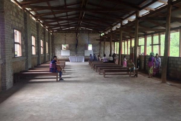 ボランティア活動の先生から届いた「学校の写真」